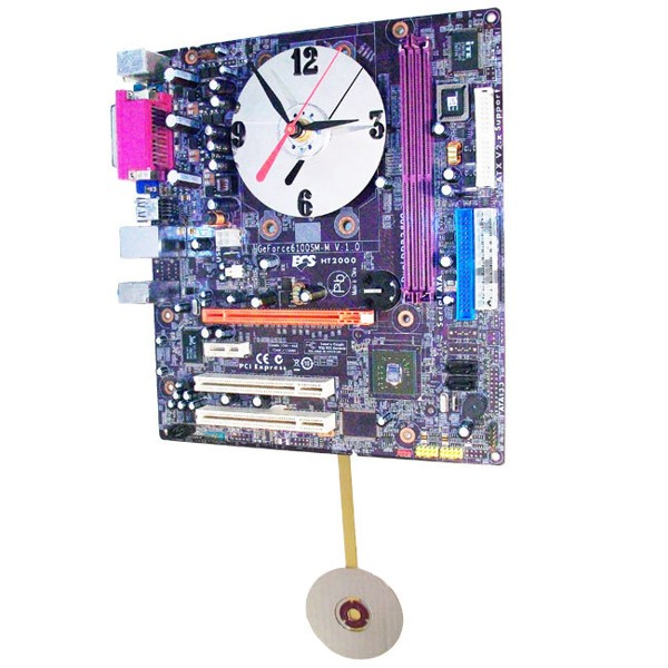 Placa base convertida en reloj de pared